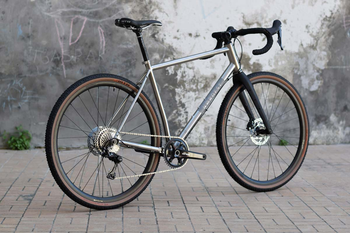 En TodoMountainBike: Nordest Cycles presenta la Super Albarda Ti, una bici de gravel fabricada en titanio con geometría de MTB