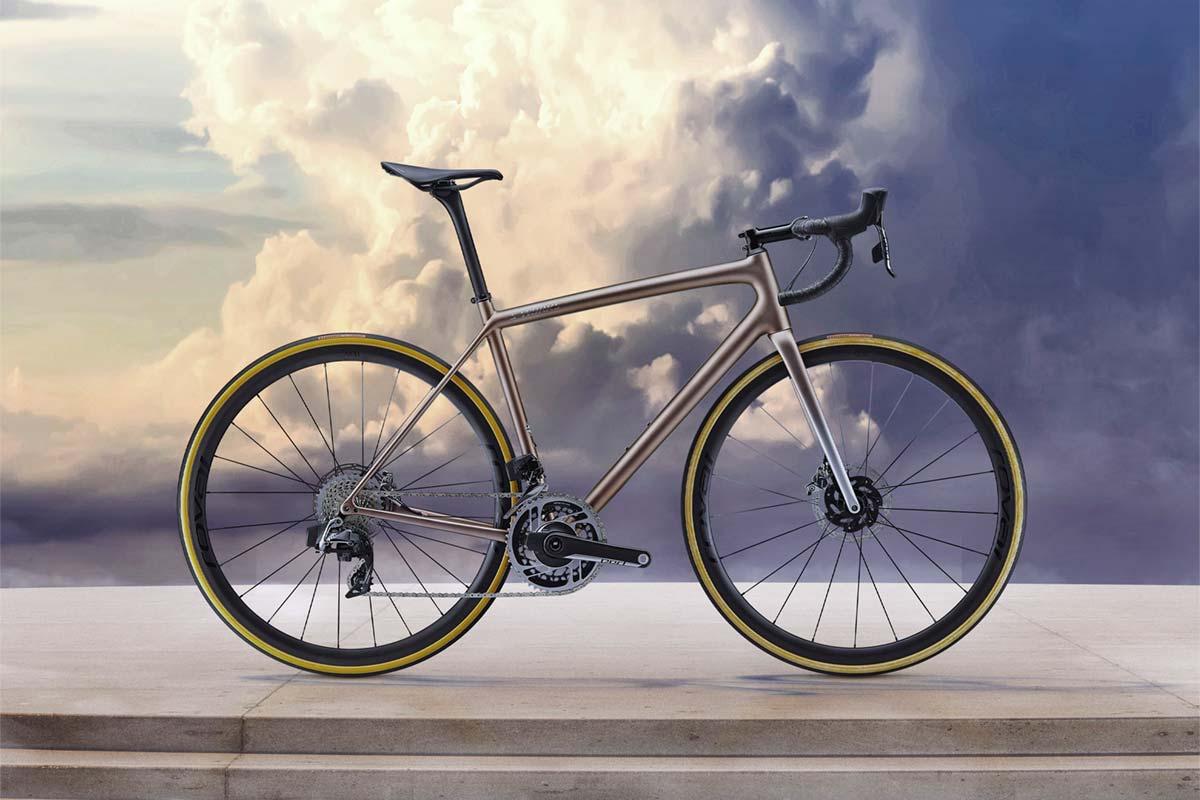 Qomolo Sill/ín de Bicicleta Sill/ín de Ciclismo C/ómodo y S/úper Ligero Asiento de Bicicleta Universal para Monta/ña y Carretera con Cubierta de Lluvia y Herramientas de Montaje R/ápido